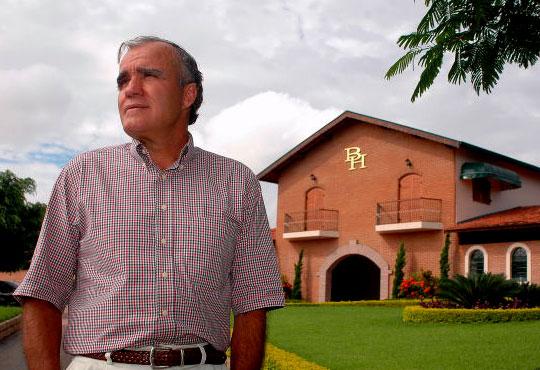 João Carlos e a sede do Haras BH